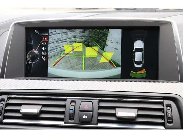 バックカメラも勿論備わりますので駐車時も安心です。