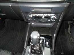 オートエアコンは、運転席とその他の席で別々に温度設定が可能です。