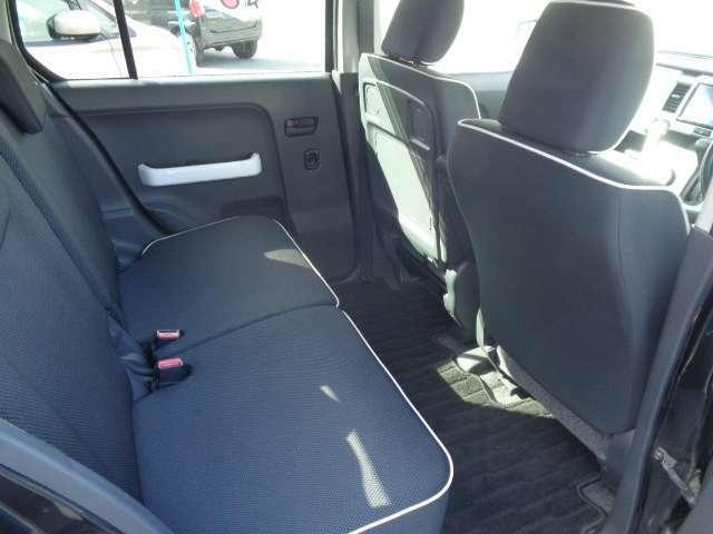 リアシートも綺麗です。もちろん高温スチーム殺菌済ですので清潔で快適にお乗りいただけます。シートアレンジ可能で、大変利便性に優れています^0^