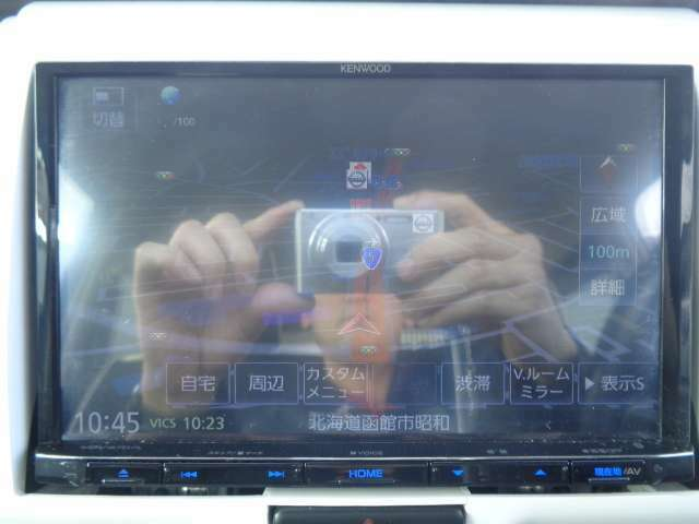 社外メモリーナビ付きです♪画面はなんと…『8インチ!!』大きいので存在感があります!!フルセグで映像も綺麗ですよ☆Bluetooth搭載です♪