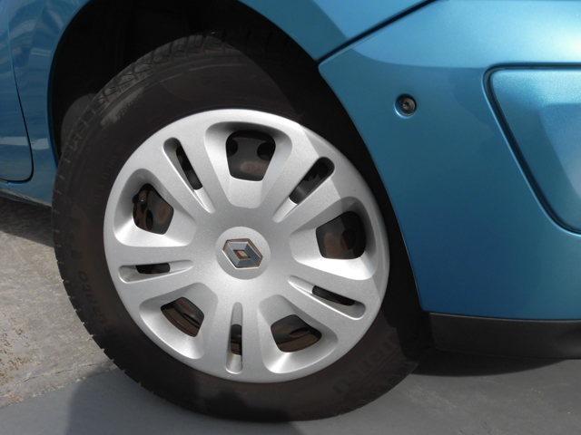 175/65-14 タイヤは、前後とも八分山。ホイルカバー 二枚に傷有。ご不明な所が有りましたらお気軽にお問合せ下さい。TEL 072-723-1888 マジェスティックガレージ ご検討宜しくお願い致します。