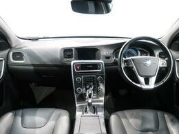V60 T4 SEが入庫しました。内外装共に高級感のあるブラックで統一されたお車です。また、先進の安全機能はもちろんレザーシートや電動シート、シートヒーターを標準装備!ボルボが誇るステーションワゴン!