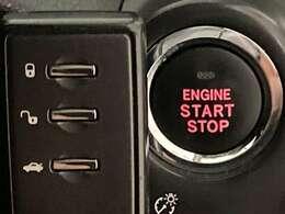【スマートキー&プッシュスタート】鍵を挿さずにポケットに入れたまま鍵の開閉、エンジンの始動まで行えます。