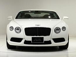 外装色は人気のGlacier Whiteでございます。