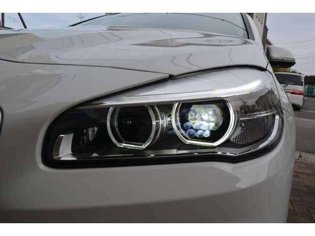 LEDヘッドライト装備!夜間も明るく安全です。