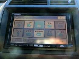ナビはカロッツェリアのAVIC-HRZ009GIIです。AM/FM/CD/DVDに録音機能とフルセグTVに対応しております。初めて訪れた場所でも道に迷わず安心ですね!