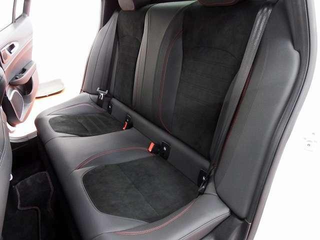 ★後席画像です。使用感ももちろんありません。チャイルドシートを搭載したへこみなどもありませんのでご安心ください。