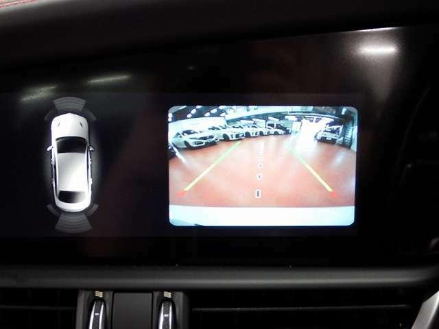 ★車両後退時のモニター画像です。バックカメラ月になるので後方の安全確保はもちろん、前後クリアランスソナーも搭載されていますので安心です。