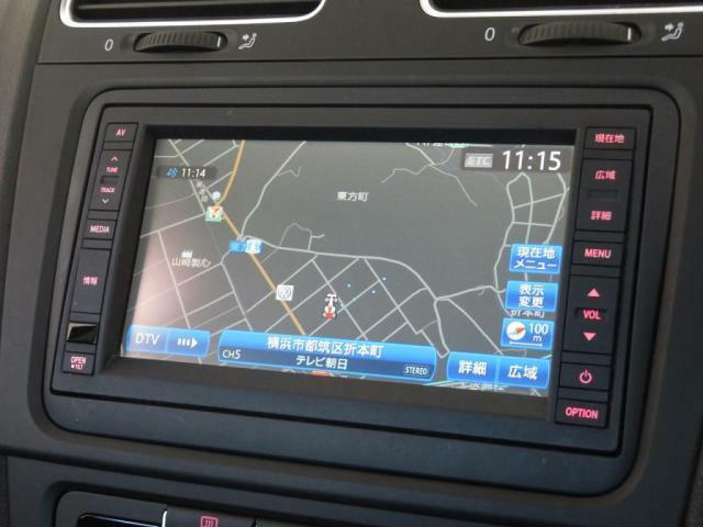 VW純正ナビ512SDCWをオプションで装着しています。地デジ、Bluetooth等まだまだ現役でお使いいただけるモデルです。