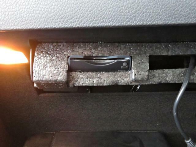 ETC車載器をグローブボックス内に装備。