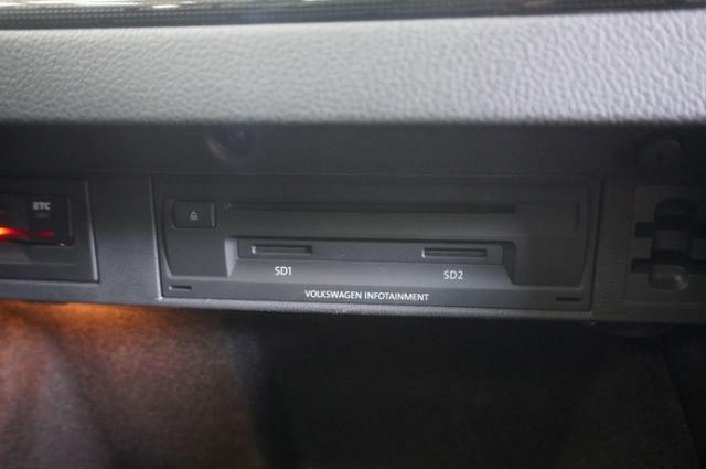 ETC車載器はグローブボックスの中に搭載されてますので、見栄えも良く盗難対策にもなります。