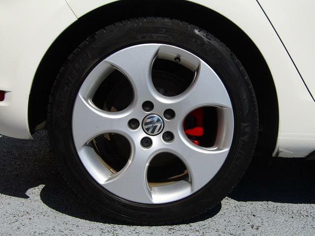 純正アルミホイール履いてます!タイヤの入替やスタッドレスもご相談ください!チューブはタイヤもお買得!