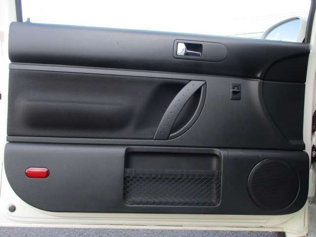 Bプラン画像:ドアの内張りも艶やかでとてもキレイな状態です♪収納ポケットも装備されておりますので利便性もございます♪