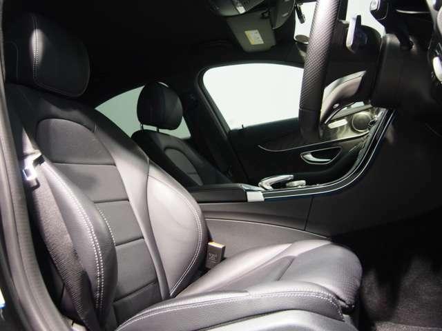 高級感あるレザーアルテコシート。メルセデスのシートはクッション性が非常に高く、快適な乗り心地をオーナー様にご提供いたします。