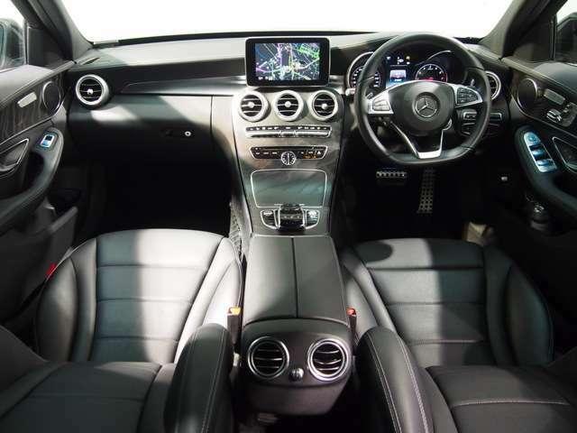 メルセデスは輸入車の中でも、高級車の代名詞として恥じない高級感あふれるインテリアが魅力のひとつでございます。