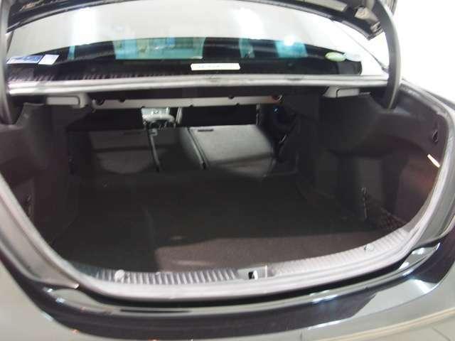 分割可倒式のシートが採用されており、長尺物にもご対応可能でございます。