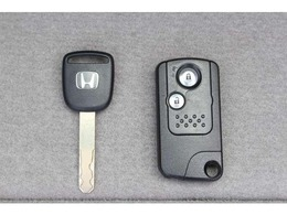 ◆スマートキー付ですので、カバンの中やポケットに携帯するだけでドアロックの開閉・エンジンスタートが可能です!