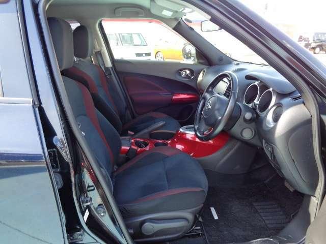 前の座席周りです。来店された際にはぜひ車内まで見ていってください。