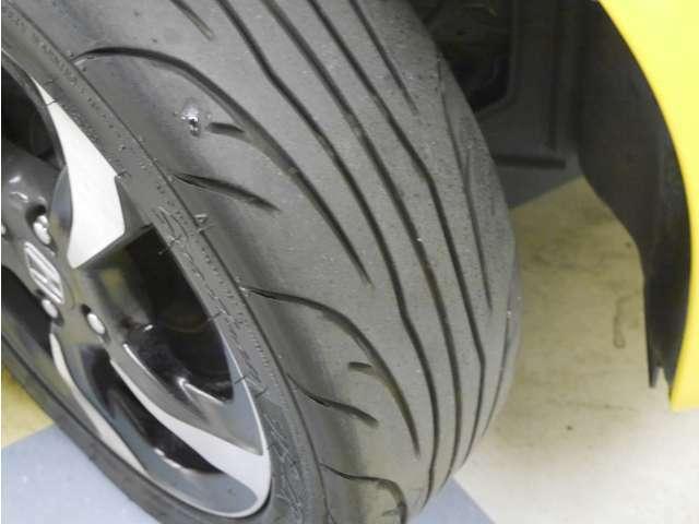「タイヤ溝」 タイヤの溝は3分山です!新品タイヤ交換も承ります!ご相談ください!