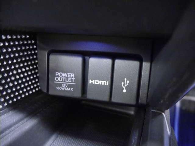 「USB端子」 スマホやタブレットに充電可能なUSB端子が付いています