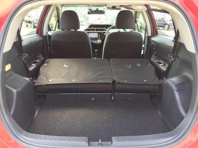 後席シートは可倒式♪さらに広いスペースが生まれます♪