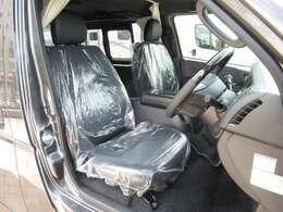 特別仕様車ベースとなりますのでハーフレザーシートの特別な内装です!