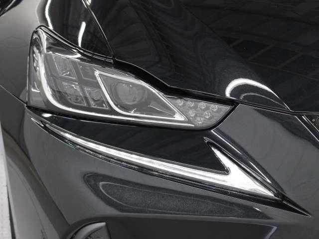フルLEDヘッドランプには「オートマチックハイビームシステム」を搭載。夜間走行時にハイビームで走行可能と判断した場合、ロービームとハイビームを自動的に切り替え、前方視界確保をアシストします。