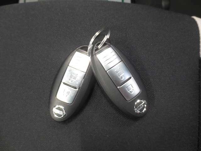キーを出さずにドアロックの開閉からエンジン始動まで出来るインテリジェントキー