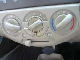 ダイヤル式のエアコン操作は使いやすくシンプルです。