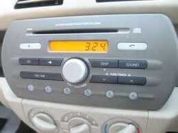 CD付の純正AMFMラジオを装備しています。使い方の簡単です。