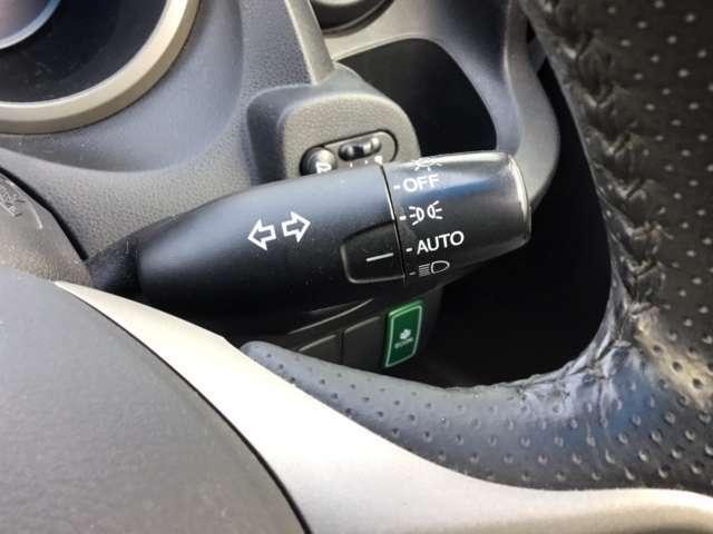 オートライト機能搭載で、夜間やトンネルなどでライトの付け忘れ、消し忘れを防止してくれます。