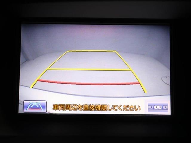 バックモニター装着車は後退時の強い味方です♪車庫入れや縦列駐車の際、後退操作の参考になるガイドラインをナビ画面に表示します。
