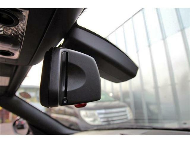BMWの特徴でもあるスタイリッシュなミラー型ETC!
