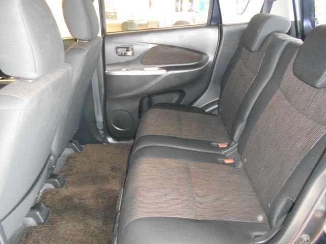 ☆後席の足元も広々乗れますので、後ろの人もゆったり座れますよ!