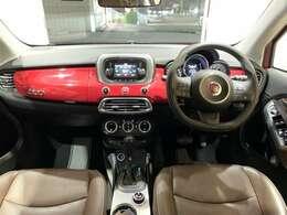視線位置が高く視界の良い運転席、運転のしやすさに納得ですね。