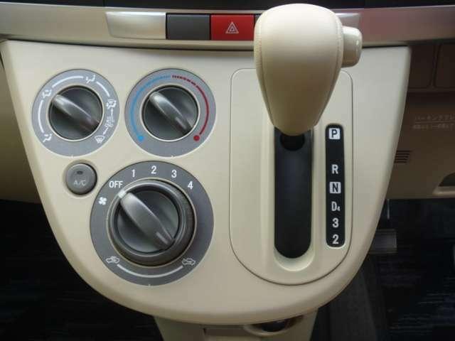 エアコン付きなので温度を合わせるだけで、いつも快適な車内環境をお約束いたします。また、雨の日も曇ることなく視界を確保し安全・快適に走行出来ます。やっぱりエアコンは必要ですね(^-^)