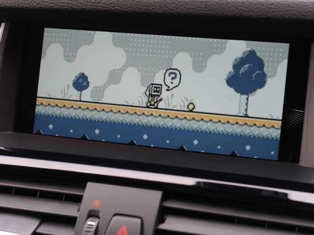フルセグの地上デジタルTV放送のチューナーを標準で装備しています。コーディングなどで走行中も映るようにすることも可能ですので、一緒に乗る方も退屈しませんね。