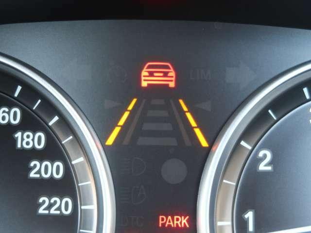 衝突被害軽減ブレーキや、前車接近警告・車線逸脱警告などをセットにした、ドライビングアシスタントを装備しています。また、BMWが提供するテレマティックサービスのBMWコネクテッドを装備しています。