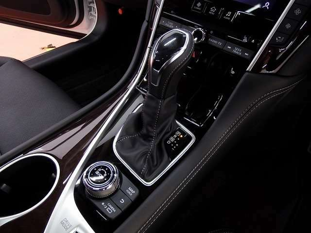 ★当店では、GT-R、スカイライン、フェアレディZ、マークX、ロードスターなど、高品質中古車を多数ラインアップしております。