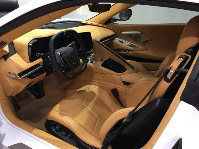ナチュラル(タン色)内装。、ヘッドアップディスプレイ、メモリードライバー&パッセンジャーコンビニエンスパッケージ(ステアリング、ドアミラー、運転席と助手席のメモリー設定)