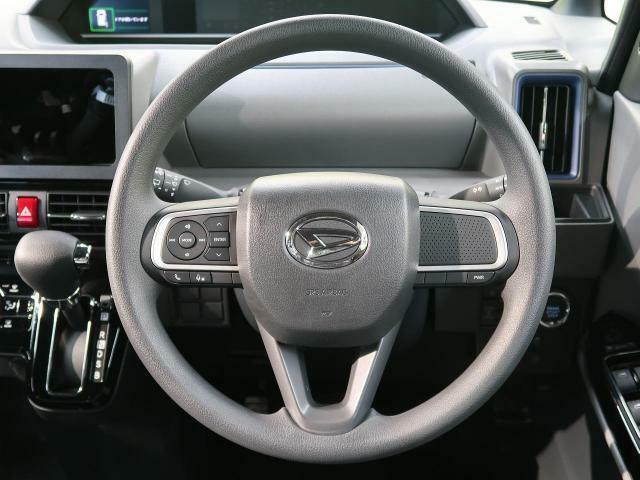【純正ステアリング】ステアリングリモコン付きでケーブルを取り付ければ運転中も安全にナビの操作ができます!