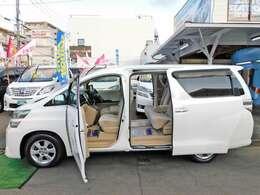 鮮やかなパールホワイトのヴェルファイアです!外装の状態もとても綺麗なお車です!!便利なパワースライドドア付きです!!