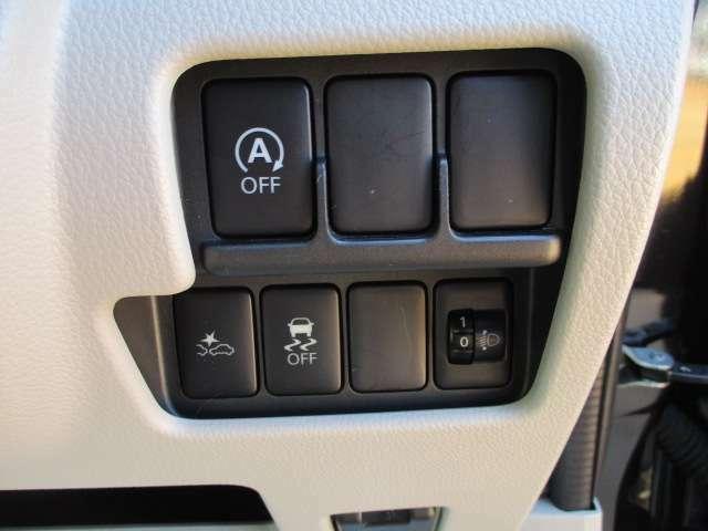 しっかりとまとまった感のあるインパネ。各操作スイッチなども使いやすい位置に配置されております♪