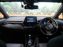 平成29年トヨタC-HR Gが入庫致しました♪純正9インチナビにバックカメラの充実装備に加え、シーケンシャルウインカーやLEDヘッドライト装着のオススメ車両!!