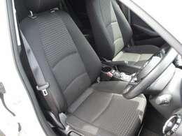 ◆落ち着いた雰囲気の室内◆シートは視界良好な位置まで高さ調節の行えるシートリフター付です◆