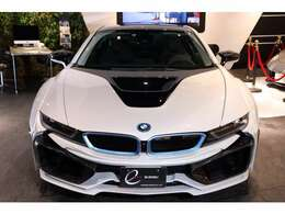 今回は純正パールホワイトボディとなる『クリスタルホワイトパールエフェクト』がベース車両となり、インテリアデザインはメーカーオプションとなる『CARPO』モデルのブラックレザー/シートヒーターが完備