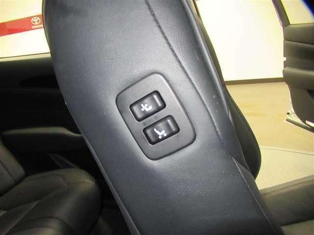 運転席に座りながら助手席のパワーシートが操作出来ます。後部座席にゲストが乗車した際などに便利な機能です