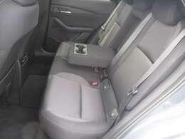 G-ベクタリングコントロールプラス(GVCPlus)は、ドライバーの素早いハンドル操作に対する車両の追従性を高めるとともに挙動の収束性をサポートします。特に後部座席では、揺れが少なく感じられます。