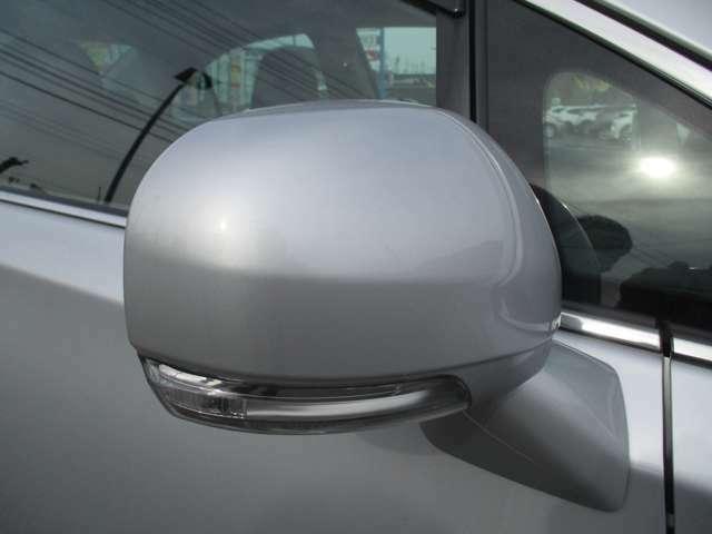ドアミラーウィンカーは見た目もかっこいいけど、それ以上に他の車からの視認性がアップ!安全性も高いんです!