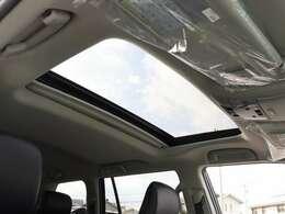 【 MOP 電動ムーンルーフ 】開放感溢れる空間でドライブを楽しみませんか?